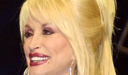 Dolly_Parton_in_Nashville_cropped