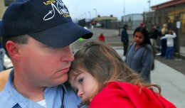 800px-US_Navy_070402-N-4776G-019_Electronics_Technician_2nd_Class_Michael_O'Brien's_daughter_hugs_her_father_before_he_departs_aboard_the_nuclear-powered_aircraft_carrier_USS_Nimitz_(CVN_68)