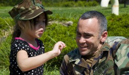 800px-US_Navy_090424-N-9552I-021_Lt._j.g._Angel_Olivera_spends_time_with_his_daughter_during_a_&-194;&-168;Month_of_the_Military_Child